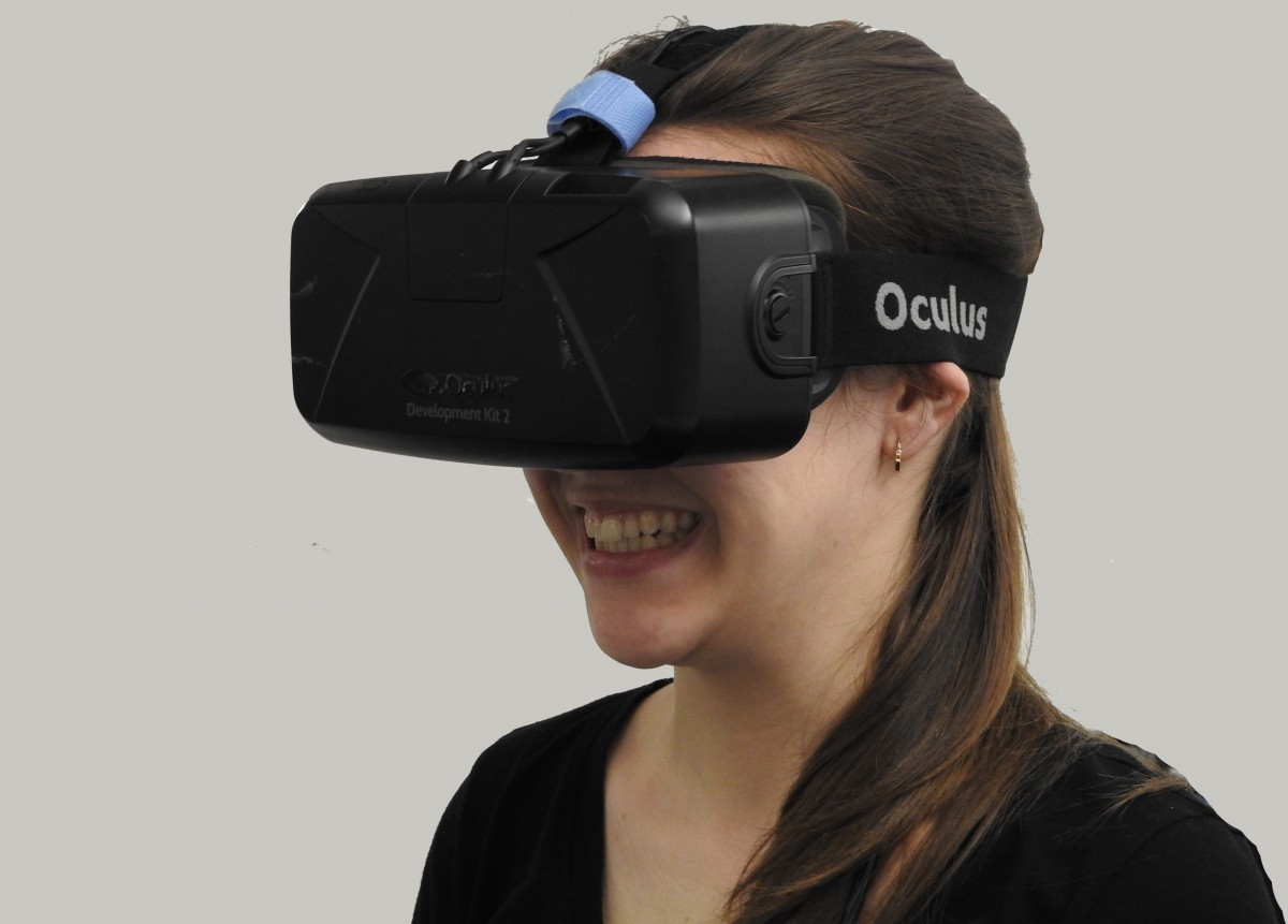 woman_vr_virtual_reality_technology_virtual_reality_device_headset-615888-1