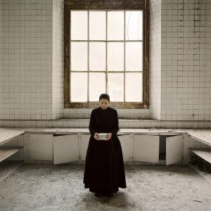 marina-abramovic-the-kitchen-v-carryng-the-milk-video-installation-color-2009-1